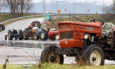 Ημαθία: Για τρίτη ημέρα παραμένουν στο μπλόκο της Κουλούρας οι αγρότες