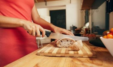 Τι αποκαλύπτει για τα κιλά σας ο πάγκος της κουζίνας