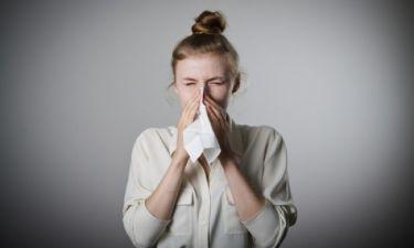 Βλέννα με αίμα από τη μύτη: Δείτε τι μπορεί να σημαίνει