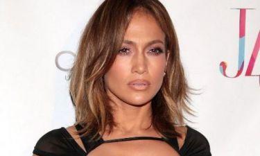 Πόσο χρονών είπαμε ότι είναι; Η Jennifer Lopez με το πιο σέξι κορμάκι που φόρεσε ποτέ