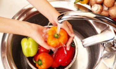 Πώς πρέπει να πλένετε τα φρούτα και τα λαχανικά