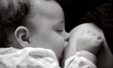Εβδομάδα Μητρικού Θηλάσμου: Τι να κάνετε αν το μωρό σας κοιμάται όταν θηλάζει