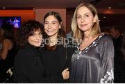 Η Φωτεινή Αθερίδη με τη μητέρα της, Ελένη Γκασούκα και τη φίλη της, Ελεονώρα Ζουγανέλη