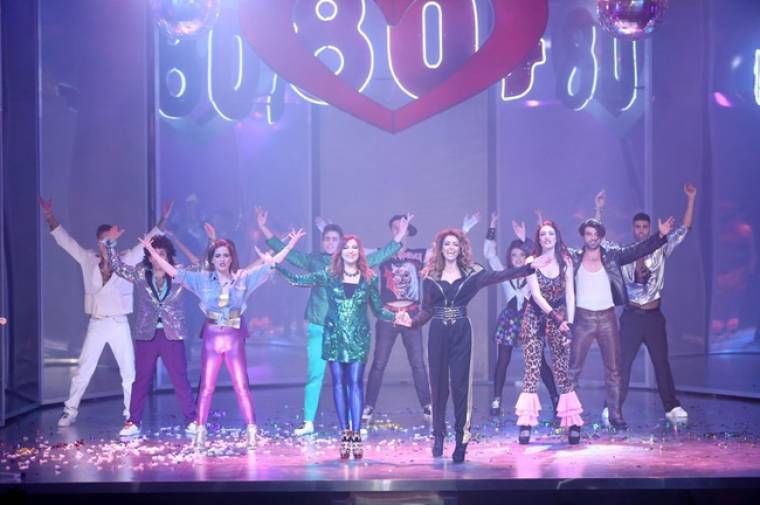 Πρεμιέρα «80΄s the musical»: Η σέξι Φουρέιρα, η εντυπωσιακή Καίτη και ο... έφηβος Γαρδέλης!