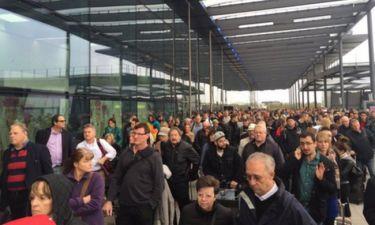Επίθεση Γαλλία: Εκκένωση και σύλληψη υπόπτου στο αεροδρόμιο του Gatwick (pics)