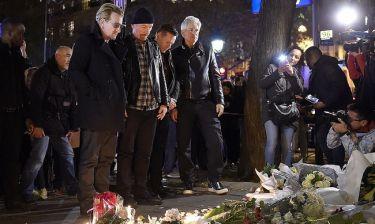 U2: Αν και ακυρώθηκε η συναυλία τους, δεν έφυγαν από το Παρίσι - κίνηση συμπαράστασης