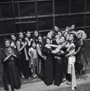 Η Παπαρίζου μια αγκαλιά... συμπαράστασης με τους ηθοποιούς του «Nine»!