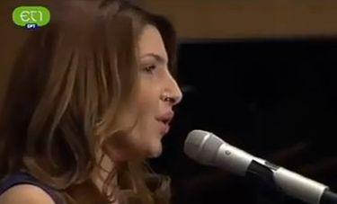 Η Παπαρίζου τραγουδά για τα θύματα του Παρισιού