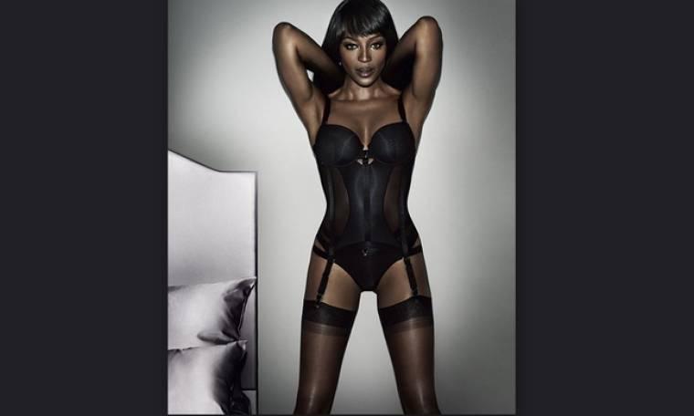 Naomi Campbell:  Ποζάρει με τα… εσώρουχά της