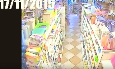 Συγκλονιστικό βίντεο μέσα από κατάστημα