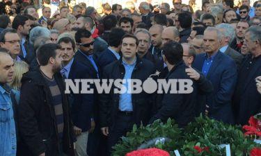 Επέτειος Πολυτεχνείου: Αποδοκίμασαν τον Τσίπρα στο Μνημείο της εξέγερσης του Πολυτεχνείου (pics+vid)