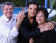 Έλληνας star αποκαλύπτει: «Ο πατέρας μου πουλήθηκε ως σκλάβος στα 11 του χρόνια»