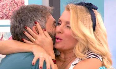 Ελένη Μενεγάκη: Δε σταματούσε να φιλά τον «γέροντα του βοριά»!