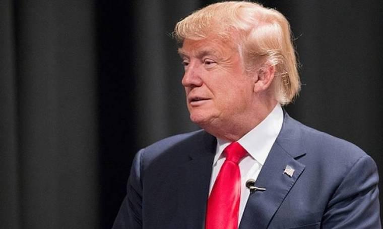 Ο Ντόναλντ Τραμπ χλευάζει δημοσιογράφο με κινητικά προβλήματα