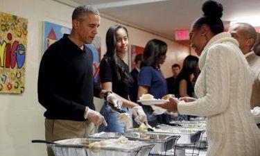 Το ζεύγος Obama σέρβιρε τους αστέγους