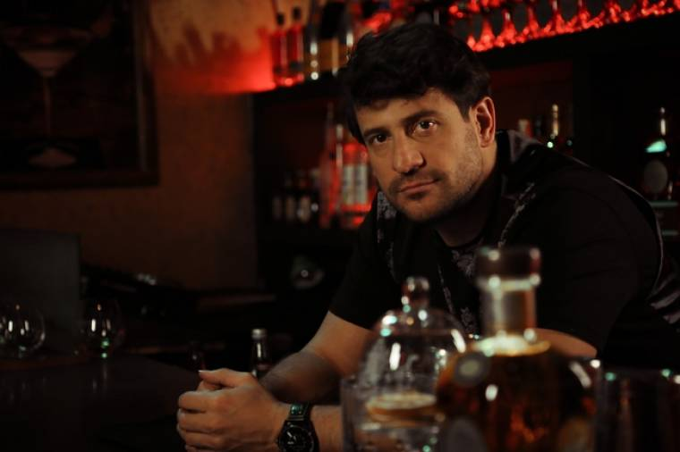 Η πρεμιέρα του «Barman» - Ο Γεωργούλης συναντά ξανά την Σταυροπούλου