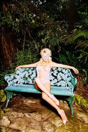 Pamela Anderson: Επιστρέφει στο Playboy & ποζάρει για το τελευταίο τεύχος της χρονιάς