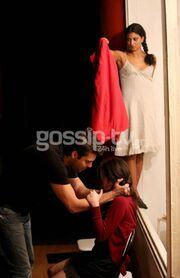 Ηθοποιός έδεσε την «γυναίκα» του από τον λαιμό με την ζώνη