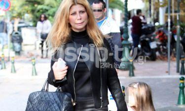 Η Ζήνα Κουτσελίνη στα μαγαζιά με την κόρη της!