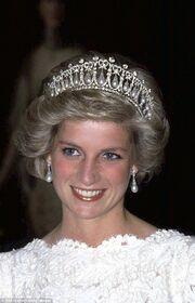 Δάκρυσαν οι Βρετανοί όταν είδαν για πρώτη φορά την Κέιτ να φορά την τιάρα της Νταϊάνα