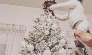 Στόλισαν χριστουγεννιάτικο δέντρο με την κορούλα τους