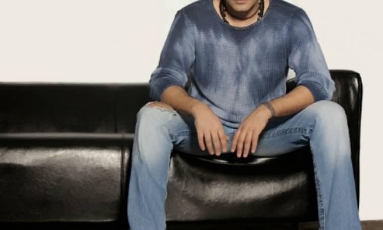 Έλληνας τραγουδιστής αποκαλύπτει: «Βάφω τα μαλλιά μου αλλά αφήνω και λίγα λευκά»
