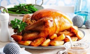 Χριστουγεννιάτικη γαλοπούλα: Τips για να μη «στεγνώσει» το κρέας της!