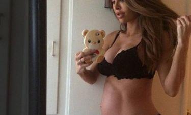 H «έγκυος με τους κοιλιακούς» ξαναχτυπά: Η νέα φωτογραφία που ξεσήκωσε θύελλα αντιδράσεων