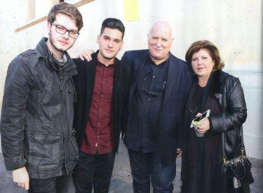 Γιώργος Παπαδάκης: Οικογενειακώς στην ορκωμοσία του γιου του!