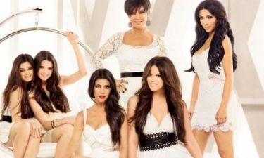 Δεν πιστεύουμε ότι το λέμε, αλλά η χριστουγεννιάτικη κάρτα των Kardashians είναι...υπέροχη