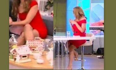 Ουπς! Δυο  Ελληνίδες παρουσιάστριες φόρεσαν το ίδιο κατακόκκινο φόρεμα