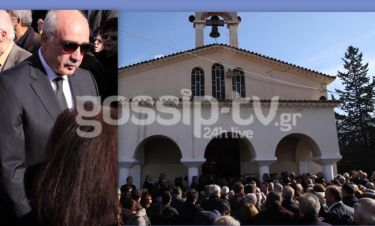 Συντετριμμένος ο Μεϊμαράκης στην κηδεία της αδερφής του (φωτό)
