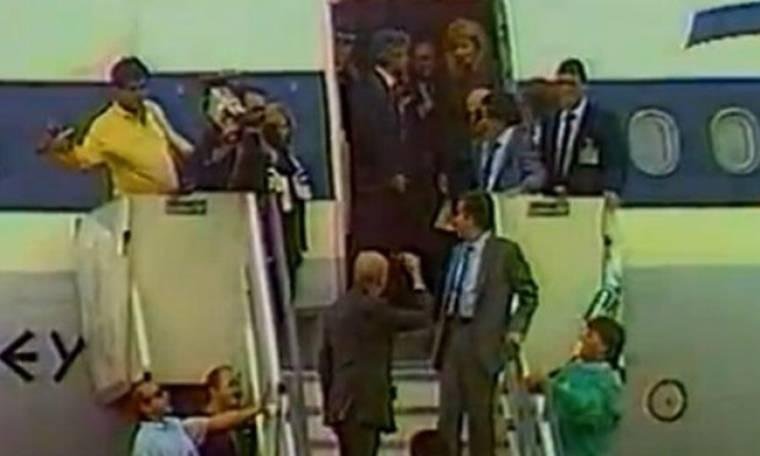 Λιάνη: Τι λέει για το περιβόητο νεύμα του Ανδρέα για να κατέβει από το αεροπλάνο