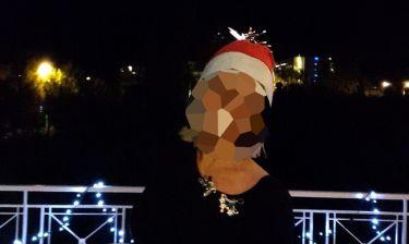 Ποια πασίγνωστη παρουσιάστρια φόρεσε Αγιοβασιλιάτικο σκουφάκι και μας ευχήθηκε;