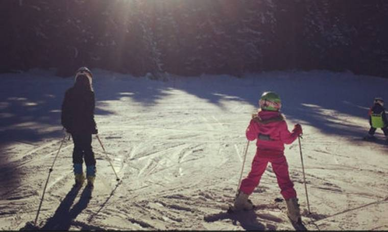 Για σκι με τη μικρή της κόρη!