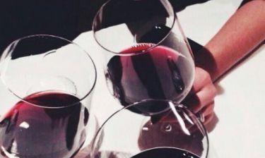 Ιδού πώς θα εξαφανίσεις τους λεκέδες από κόκκινο κρασί