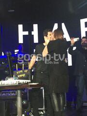 Το καυτό φιλί Σάκη - Κάτιας στο πάρτι των γενεθλίων του!