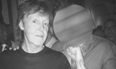 Έλληνας ηθοποιός αγκαλιά με τον Paul McCartney