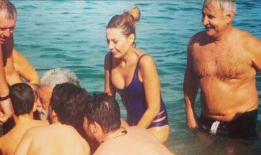 Κύπρια τραγουδίστρια βούτηξε για τον Σταυρό