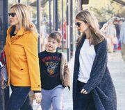 Τζένη Μπαλατσινού: Βόλτα με τα τρία της παιδιά, λίγο πριν την εκπνοή του 2015