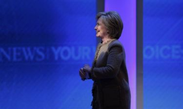Η Xίλαρι Κλίντον θέλει να αγοράσει το ίδιο κινητό με την... Κιμ Καρντάσιαν