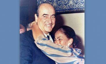 Ντόρα Μπακογιάννη: Αυτή είναι η πραγματική ιστορία πίσω από τη φωτογραφία με τους γονείς της