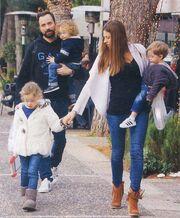 Λιανός - Ανδροτσάκη: Στο λούνα παρκ με τα τρία τους παιδιά!