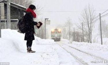 Αυτό το τρένο λειτουργεί για να μεταφέρει μόνο έναν επιβάτη: Μία μαθήτρια!