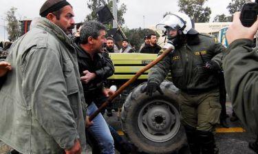 Κομοτηνή: Επεισόδια μεταξύ αγροτών και αστυνομίας με ανταλλαγή καπνογόνων και χημικών (videos)