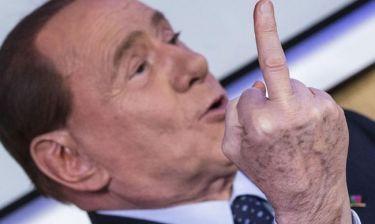 Η άσεμνη χειρονομία του Berlusconi