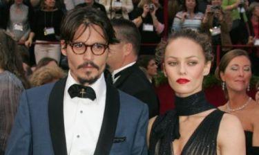 Η κόρη του Johnny Depp και της Vanessa Paradis μεγάλωσε και είναι ίδια η μαμά της!