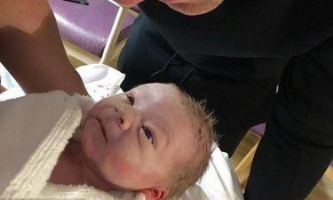 Baby boom! Έγινε μπαμπάς και δημοσίευσε την πρώτη φωτογραφία του γιου του!
