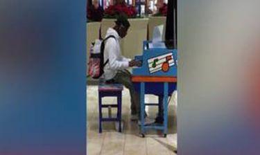 Ο αυτοδίδακτος πιανίστας που έγινε περιζήτητος σε λίγα λεπτά