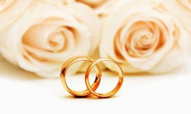 Μετά από τρία παιδιά, Έλληνας τραγουδιστής ζητά από τη σύντροφό του να του κάνει πρόταση γάμου